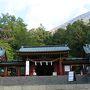 男体山は信仰の山。そしてその入口は二荒山神社中宮祠となっている。 快晴とは行かないが、まあまあ晴れ間も見えている。