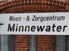 次に愛の湖、ミンネ・ウォーターまで15分程歩きます(馬車で往復も出来るみたいです)