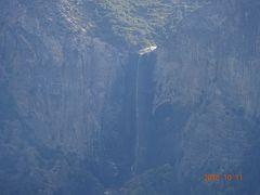 ヨセミテ滝の様子ですが、見事な滝です