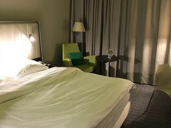 本当は空港内ホテルが良かったんだけど、7万以上! 寝るだけに無理無理!でここに ここも17,768円・・・ 普段は1万しないのに、見本市でもあったのかな?  https://goronekone.blogspot.com/2018/10/park-inn-by-radisson-frankfurt-airport.html