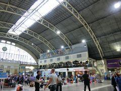 バンコクドンムアン空港からA1のバスでモーチットへ。地下鉄に乗り換えてフアランポーンへ
