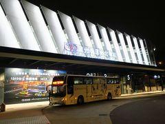 2時前にホステルを出発し、徒歩5分ほどで國光客運のバスターミナルに到着です。 空港行きのリムジンバスは24時間運行しているので、早朝発の飛行機でも利用できるので便利です。
