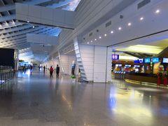 真夜中だったため、30分ほどで空港に到着。 ターミナル1で降り、急いでバニラエアのチェックインカウンターへ。