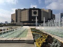 次の日はメトロに乗りNDKへ とても好みな建物は National Palace of Culture