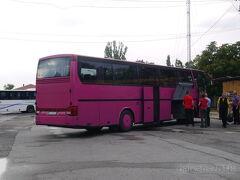 行きも帰りも同じバス、運転手さんでした。 オフチャ・クペル・バスステーション(West Bus Station)に到着