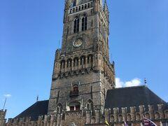 ブリュッセル着!駅からはバスで向かいます 世界遺産「ベルギーとフランスの鐘楼群」の鐘楼です