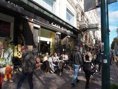 ちょっと遅めの昼食です 昨日訪れたアカデミア書店の並びのカフェ エスプラナードへ