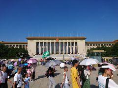 全人代が開かれる人民大会堂の横を通ります。