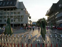 頤和園を後にして、北京大学へ。 誰でも自由に入れると聞いていたのですが、守衛に門前払いにされました。アポがないと入れないとの事。紫禁城の午門に続いて本日2度目のリアル門前払い。