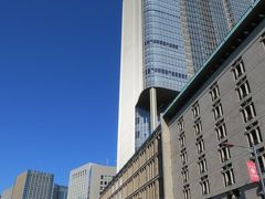 昔からある日生劇場と  デザインを合わせてあるみたい  きれいな街並み! 以前は三井銀行の本店だった  もうどんなだったか忘れちゃったけど...  街の景観改善(^^♪