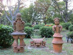 途中に埴輪  宮崎県からの 贈り物   宮崎県立平和台公園と 日比谷公園が  姉妹公園になっているからなんですって