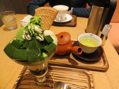 林屋新兵衛 東京ミッドタウン日比谷にて  抹茶パフェと   ほうじ茶ラテで一休み