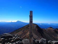 11:20 順番を待つこと20分。日本百名山、剣ヶ峰山頂〈3,026m〉にとうちゃーーーく!! やったぜ~\(≧▽≦)/