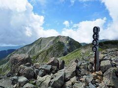\(^o^)/  着いた~農鳥岳、標高差2200。 黒戸、赤石の大倉と比肩するかな。 老平から笊は下ったことしかないけど併せて一般道四天王じゃないでしょうか。