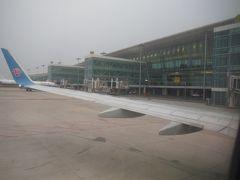 5時半、ゲートに到着しました。上海空港にそっくりと思ったら、上海がハブの中国東方航空がメインの空港だそうです。しかし武漢は、CZメインの広州空港と上海空港とだいたい同じ距離です。CZと東方航空は武漢の客の獲得競争を激しく行っているようでした。