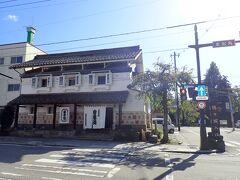鶴ヶ城に向かいます 何やら由緒のありげな和菓子屋さん:会津葵本店