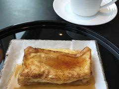 ホテルオークラのフレンチトーストが食べられるとのことでオーダー。 夏に来た時は担々麺を食べましたが、どちらも美味しい♪