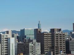 翌朝。 ランディスの屋上から台北101にご挨拶。