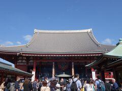 浅草寺はすごい人なので