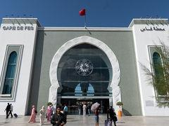 Fes駅外観. このあとはプチタクシーにてフェス・エル・バリの入口であるブー・ジュルード門まで,そこからフェスでの宿であるDar El Mathafへ歩いて向かいます.