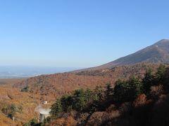 さて、十和田奥入瀬観光はここで切り上げて、盛岡へ向かいます。 東北道を経由して、約2時間。 今度は紅葉真っ盛りの八幡平へ。  まずは松川温泉で車で一番奥まで行ける場所である松川大橋へ。 右は岩手のシンボル、岩手山です。
