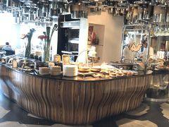 今回もクアラルンプールでの拠点はKLセントラル直結のヒルトンクアラルンプールです。部屋はチョビアップグレードされましたが、リクエストしていた18時までのレイトチェックアウトは通らず、、、14時まででしたがそれはそれでありがたく。 早速朝食はラウンジを使わず、種類豊富な1階のヴァスコズで!