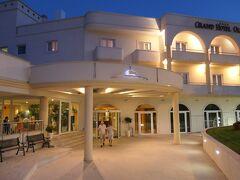 アルベルベッロのホテル(Grand Hotel Olimpo)到着は日暮れになってしまいました。午後のアルベロベッロ観光は、残念ながらできませんでした。チェックイン後に夕食です。