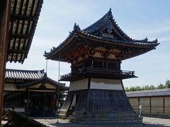 東院伽藍の鐘楼。袴腰と呼ばれる、鎌倉時代の様式。