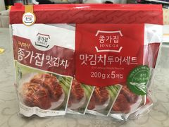 小袋キムチを買いました。 勿論、手荷物にはしません! 初韓国の教訓を学習してますからw