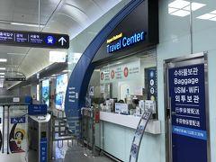 その後、清潭駅まで歩ききり、地下鉄で金浦空港まで帰って来ました。  PM17:30 金浦空港駅   地下鉄を出たところに、スーツケースなどの大きな荷物を有料で預かってくれるところを見つけました。(参考までに)