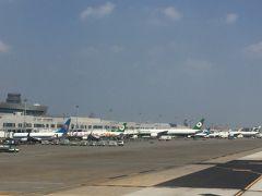 もう桃園空港に到着しました  考えてみれば 台湾は石垣島のすぐ隣  ただでさえ飛行時間が短いのに 機内食を食べてたら本当にあっという間です
