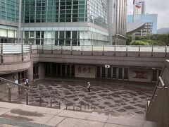 中山駅から淡水信義線で台北101世賀駅へ。 朝早いせいか人はほとんどいません。  8時45分。