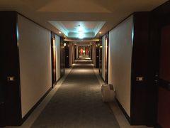 時刻は16:30  ホテルに戻って フロントで鍵を受け取ります  お部屋は5階