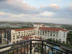 10月27日午後5時半過ぎ。ホテル日航アリビラのラナイ(テラス)からの定点写真。