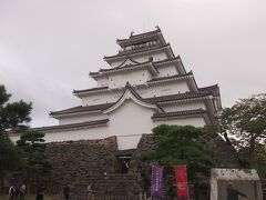 鶴ヶ城をゆっくり撮ろうと思ったら雨降ってきたので、早々に退散