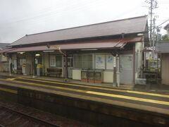 小泉駅の駅舎。