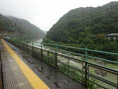 その次の定光寺駅。ここも眺めは同じ。 ここから愛知県。