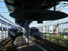 宮崎空港から宮崎へ3駅で10分ちょっとで350円 高っ  駅には787が二編成停まっていました・・乗ったのは右側、普通の4両編成 左は特急です 6両編成くらい・・  贅沢な運用です・・
