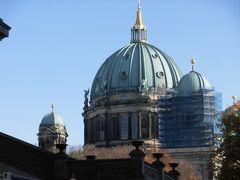 「ベルリン大聖堂」  第二次世界大戦で壊滅的な被害を受けたが、修復されました。   当時の写真を見ると、損傷が激しいです。