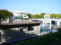 1日目に宮島に行くなら、ホテルに荷物を預けて航路で宮島に向かってもいいな~と思っていたけれど... 朝早くからは船が出ていないので、今回は電車で(。-∀-。) ちなみに、世界遺産航路の始発は8時半(2018.10.24参考) 宮島に到着は9時15分頃 もっと早く宮島に到着したい場合は、宮島口まで電車で行ったほうが早いです。  ひろしま世界遺産航路(HP) http://www.aqua-net-h.co.jp/heritage/