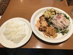 宮崎で空港から車で15分位のところにあるクレイトンハウスというお店で チキン南蛮を頂きます。