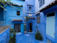 シャウエンでの宿はこちら,Casa Perletaです. すでに青くていい感じです.