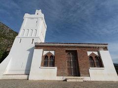 オンサー門を出て20分ほどで,スペインモスクに到着. 1920年代にスペインにより建設されたそうです.シャウエンの大パノラマを楽しめる絶景ポイントです.