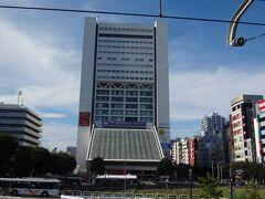 知人と別れ、駅前の中野サンプラザを見に行きます。 この度、建て替えが決まったそうですね。 昔、東京に居た時にイベントで来たことがあります。今のようなアリーナが無かった時代は、大物アーティストのコンサートといえば中野サンプラザでしたね。特徴的な建物でした。  もう、見納めか。寂しいですね。  これですべてのミッションをクリアしましたので、とっとと仙台へ帰りましょう。