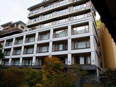 ホテルに到着 福島西インターで降りてすぐの土湯温泉 山水荘さんに泊まりました。 ホテル正面の写真を忘れる・・・庭園側からの客室です。