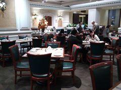 ホテルに戻ったのが、20時近く。 夕食はホテルで、、、 朝食と同じビュッフェスタイル。