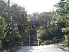 北鎌倉 東慶寺 山門前の石段  この日のメインは、こちら、東慶寺です。