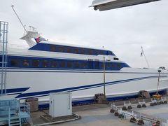 熊本フェリーが運営する高速船「オーシャンアロー」。熊本~島原を約30踏んで結びます。1000円の乗船券を買い、いざ出航!