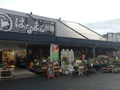 """この道の駅には""""食のテーマパーク""""「はなまる市場」があり、千葉の特産品がたくさん売られています。 農産物や海産物(含くじら)お菓子などの他、醤油のテイスティングもあります。"""