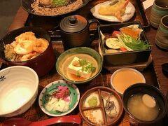 その前に京都駅のアスティーロード内にある「くらま」というお店で昼食。  リーズナブルに京風のおひつ料理が食べられるお店です。駅なかとは思えない落ち着いた雰囲気。外国人旅行客にも人気のようです。  私は小海老と半熟卵の入った天ぷらおひつ膳(天丼ですね)。最後は出汁をかけてお茶漬けでいただきます。夫は京都らしくにしん蕎麦の御膳を注文。どちらも駅なかの予想(笑)を裏切る満足のお味でした。